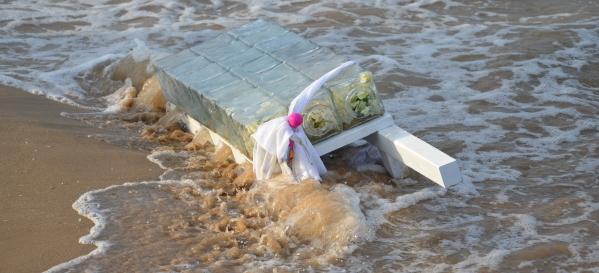 Une artiste tunisienne offre des tombeaux aux naufragés de la Méditerranée