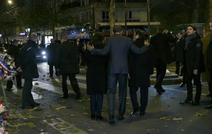 President Obama pays tribute to Paris victims alongside French President Francois Hollande and Paris Mayor Anne Hildago.