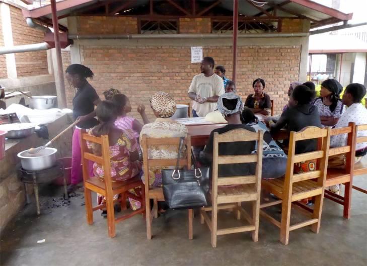 A la Fondation Panzi du Dr Mukwege, des victimes de violences sexuelles aprennent un métier (la pâtisserie) dans l'optique d'une réinsertion professionnelle