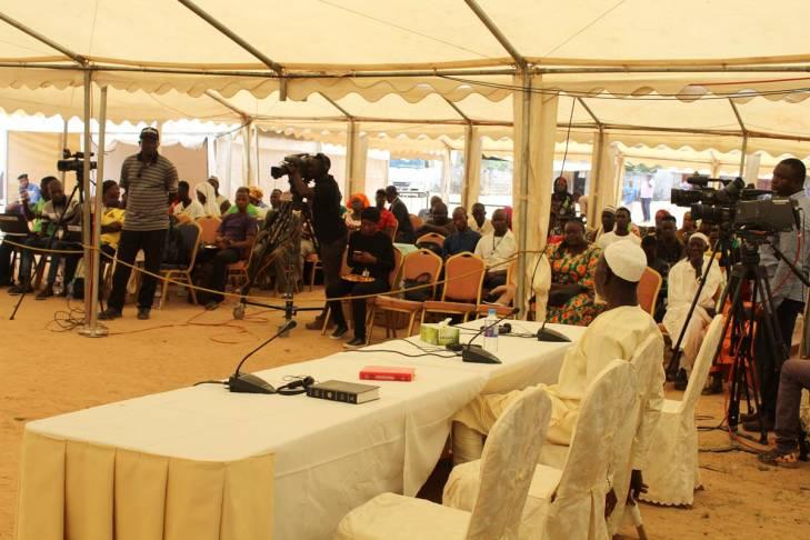 La tente de la commission vérité à Jambur