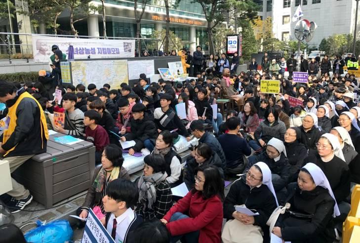 Manifestation devant l'ambassade du Japon à Séoul