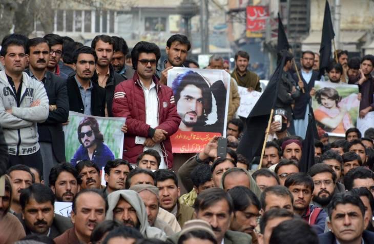 Des manifestants pakistanais se rassemblent à la suite du meurtre de Naqeebullah Mehsud