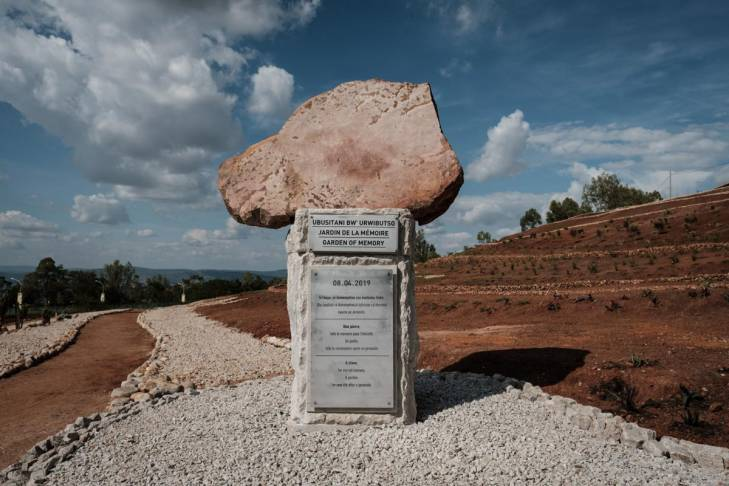 Un monument de pierre, dans le Jardin de la mémoire inauguré à Nyanza le 8 avril 2019.