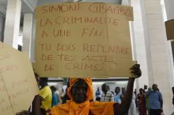 Simone Gbagbo va répondre de crimes de sang à Abidjan