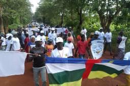 Centrafrique : A Bambari, le jeune musulman Ibrahim donne la main à son compatriote chrétien Joseph