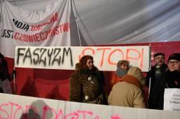 Pologne: le pouvoir s'en prend à l'écriture de l'histoire et à l'indépendance de la justice