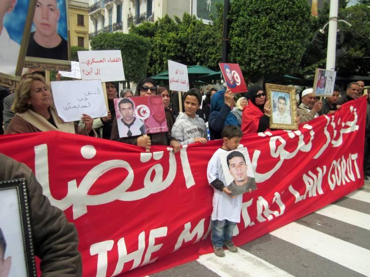 """Tunisie : de """"faux martyrs"""" de la Révolution recrutés comme fonctionnaires"""
