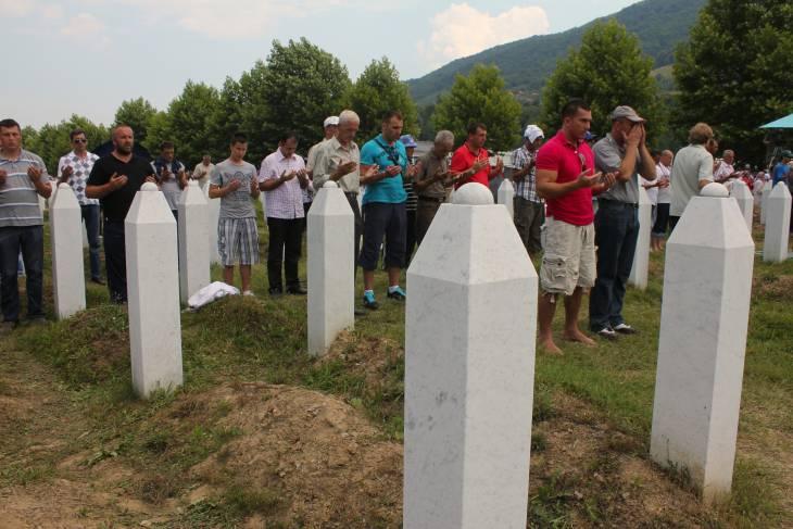 La semaine de la justice transitionnelle : Hommage aux victimes de Srebrenica, Béchir versus CPI