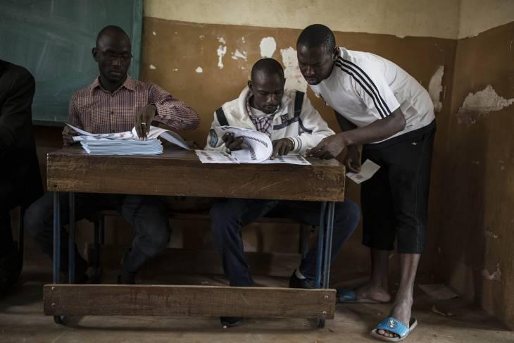 Le Mali attend le verdict d'un scrutin clé pour l'avenir de son processus de paix