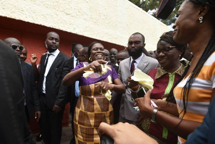 """Simone Gbagbo, l'ex-""""Dame de fer"""" ivoirienne, retrouve la liberté"""