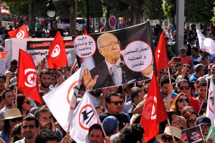 """En Tunisie, """"le récit « contre-révolutionnaire » s'impose de plus de plus dans l'espace public"""", selon le chercheur Eric Gobe"""