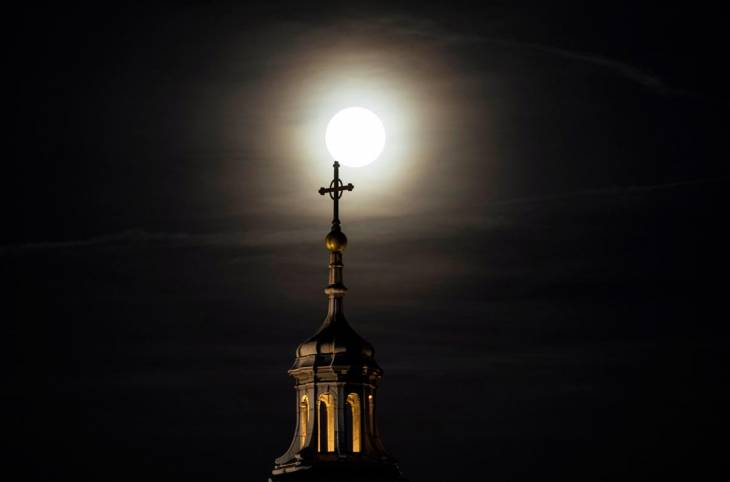 Abus sexuels dans l'Église : les premières lumières accablantes de la Commission française