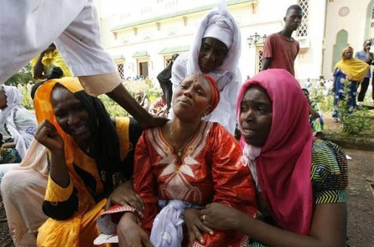 Guinée : espoir des victimes après la clôture de l'enquête judiciaire sur le massacre de 2009, selon HRW